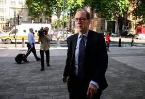 Patrick Rock, ex-conselheiro do primeiro-ministro britânico David Cameron, deixa o tribunal depois de ser acusado de ter imagens pornográficas com crianças Foto: LEON NEAL / AFP/LEON NEAL