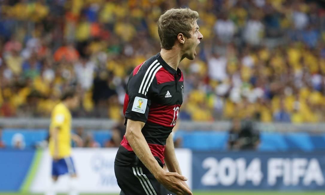 Na vice-artilharia, o alemão Müller, com 5 gols, um deles contra o Brasil, na semifinal Ivo Gonzalez / Agência O Globo