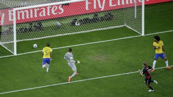 Toni Kroos marca o quarto gol alemão na goleada de 7 a 1 sobre o Brasil nas semifinais da Copa do Mundo do Brasil Foto: Felipe Dana/Reuters