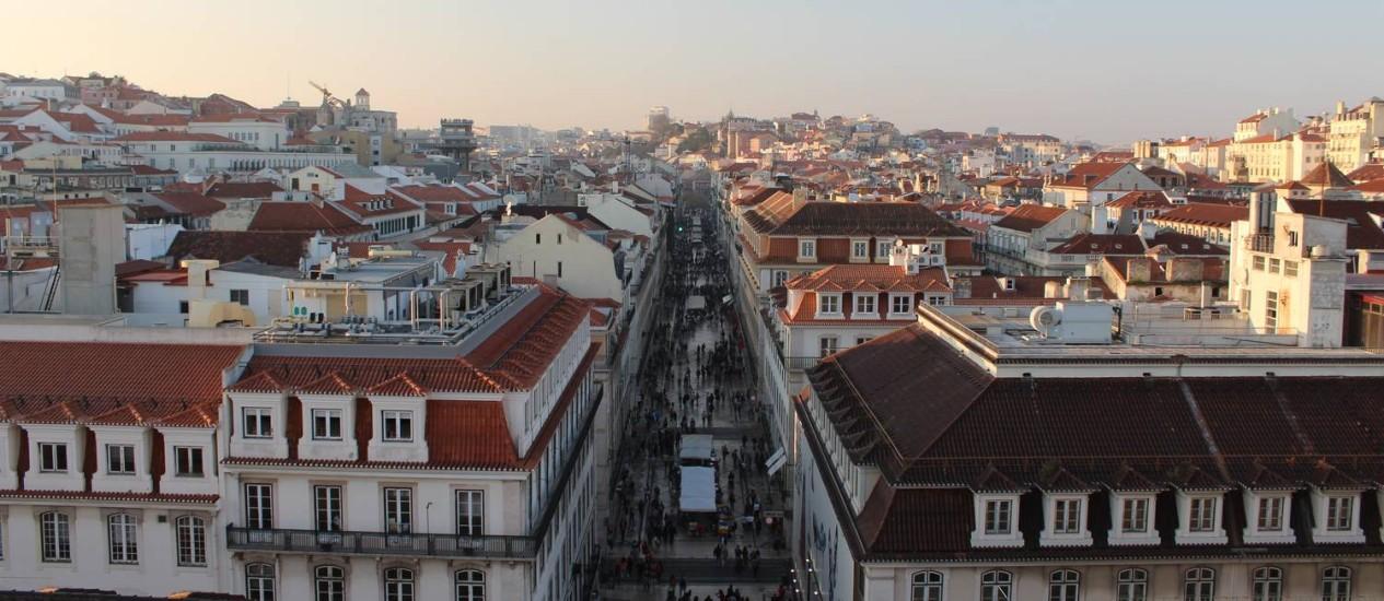 A Rua Augusta, no fim da tarde, vista do novo mirante de Lisboa, no Terreiro do Paço Foto: Fernanda Dutra / O Globo