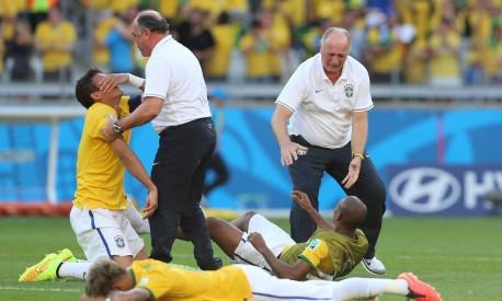 Nas oitavas contra o Chile, o desespero e o choro tomaram conta da seleção antes da disputa de pênalti Foto: Marcelo Theobald / Agência O Globo