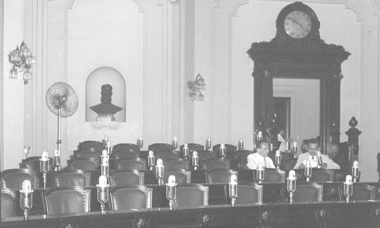 As cadeiras no interior do prédio, que abrigou xxx Foto: Arquivo / Agência O Globo