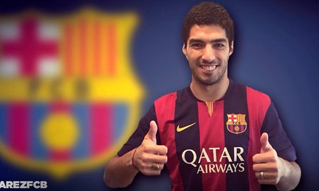 Suárez com a nova camisa do Barcelona Foto: Reprodução/site do Barcelona /