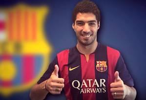 Suárez com a nova camisa do Barcelona Foto: Reprodução/site do Barcelona