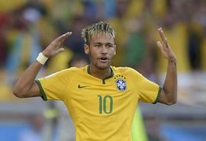 Neymar. Camisa 10 é o único nome da seleção brasileira na lista de candidatos à Bola de Ouro Foto: JUAN MABROMATA / AFP