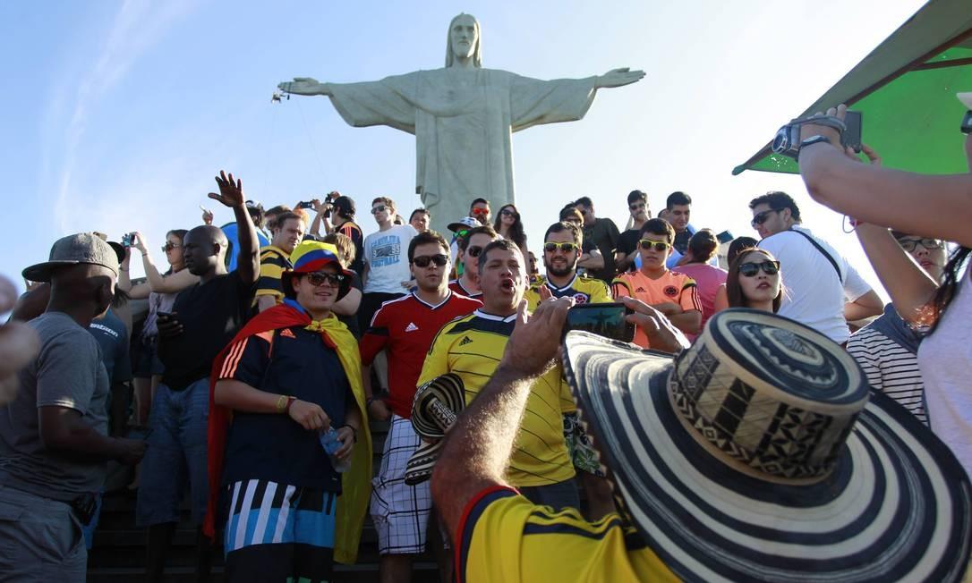 Copa do mundo atraiu milhares de turistas ao Cristo Redentor Foto: Domingos Peixoto / Agência O Globo