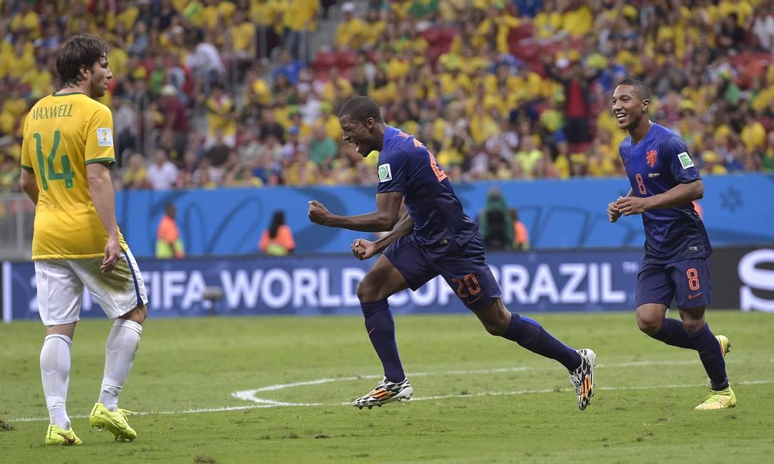 Wijnaldum comemora o terceiro da Holanda Foto: Manu Fernandez / AP