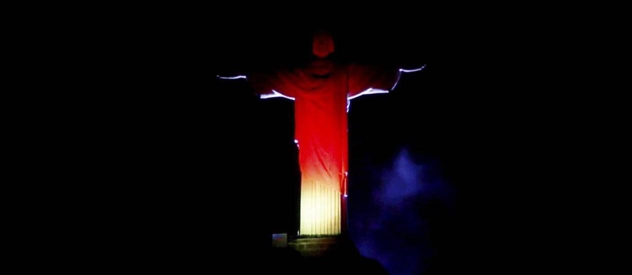 Monumento também recebeu luzes com as cores da Alemanha Foto: Custódio Coimbra / Agência O Globo