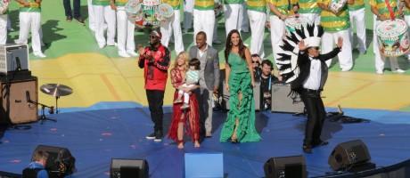 Festa: Wyclef Jean, Shakira (com Milan no colo), Alexandre Pires, Ivete Sangalo e Carlinhos Brown dão adeus à Copa Foto: Cezar Loureiro