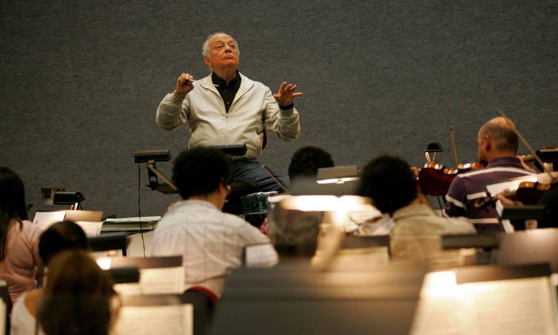 Lorin Maazel à frente da Orquestra Sinfônica Brasileira, em 2011 Foto: Marcos Ramos /