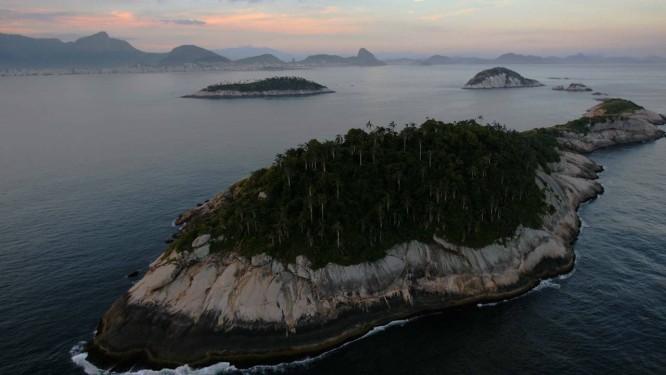 As Cagarras, que ficam perto do emissário: coletas do Projeto Ilhas do Rio indicariam queda de qualidade da água Foto: Custódio Coimbra / Agência O Globo (28/07/2009)