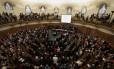 Clérigos e religiosos durante sínodo da Igreja Anglicana
