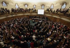 Clérigos e religiosos durante sínodo da Igreja Anglicana Foto: YUI MOK/AFP/21-11-2012