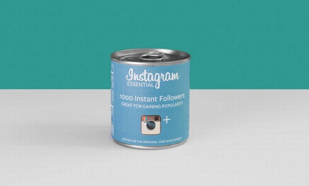 O artista britânico Valerio Loi fez uma releitura das principais redes sociais, transformando-as em produtos de supermercado. A ideia, segundo ele, partiu de uma reflexão sobre como cada vez mais serviços são criados para promover as mais diferentes redes sociais Divulgação / Valerioloi.com