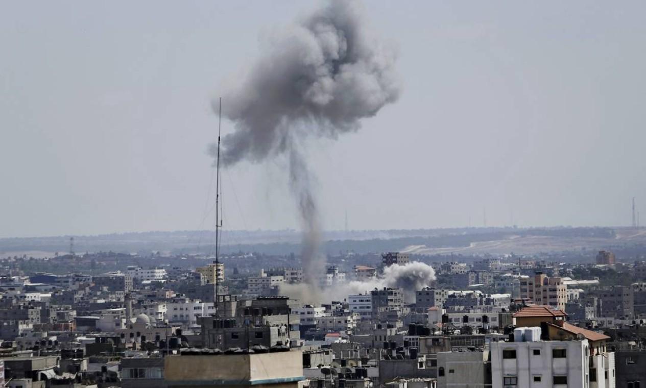 Exército israelense disse que retomou os ataques aéreos em Gaza após militantes do Hamas rejeitarem proposta de trégua Foto: Adel Hana / AP