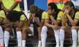 Fred assiste o último jogo do Brasil na Copa do banco de reservas: vaiado pela torcida, jogador foi parar na reserva de Jô Foto: FABRICE COFFRINI / AFP / 12-07-2014