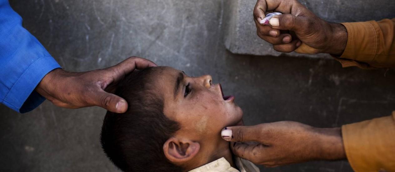 Profissional de saúde vacina menino. Pesquisa fraudulenta associava vacina com autismo em crianças - DIEGO IBARRA SANCHEZ / NYT