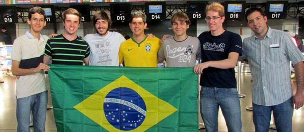 Equipe brasileira foi formada por seis estudantes e um professor Foto: Divulgação