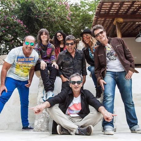 Projeto diferente: A nova formação da Blitz, liderada por Evandro Mesquita (camisa jeans), prepara performance teatral, com músicas do lado B Foto: Bárbara Lopes/ Agência O Globo
