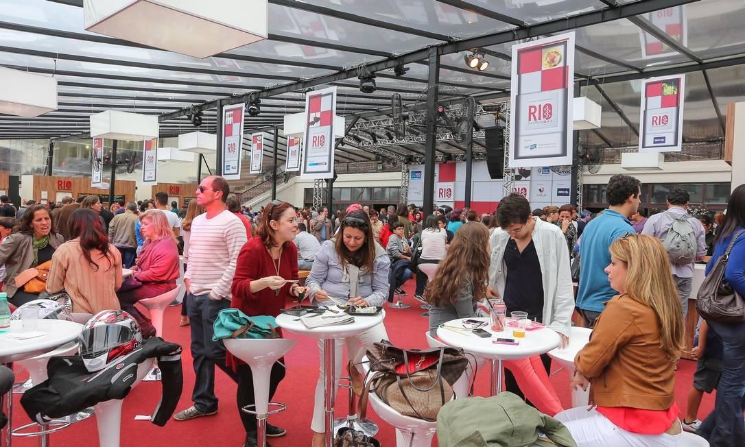SUCESSO. Em 2013, a área de convivência no Circuito Rio Gastronomia, no Jockey, recebeu 16 mil visitantes Foto: / Marco Sobral / O Globo
