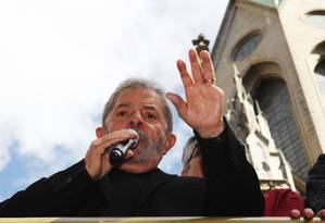 Lula na Praça da Sé, em São Paulo: O PT precisa começar a reagir Foto: Fernando Donasci / Agência O Globo