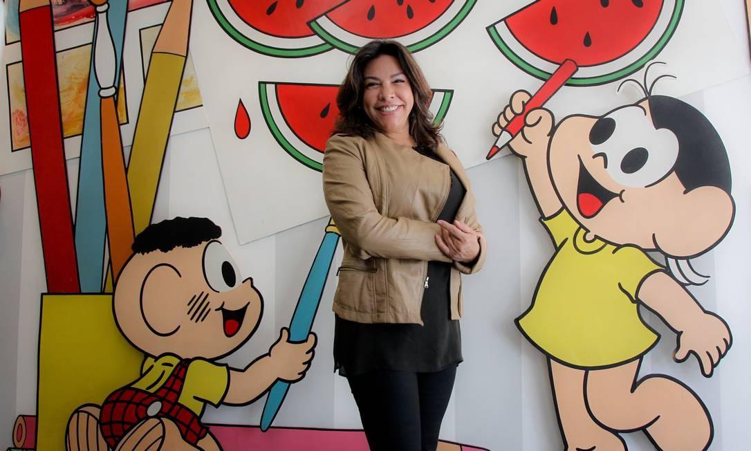 Monica de Sousa, filha do cartunista Mauricio de Sousa, que inspirou a personagem dos quadrinhos. Com ela, seus 'amigos' Cascão e Magali Foto: Marcos Alves
