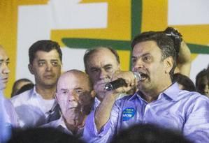 Aécio Neves durante discurso em Queimados, na Baixada Fluminense, na última sexta-feira Foto: Agência O Globo