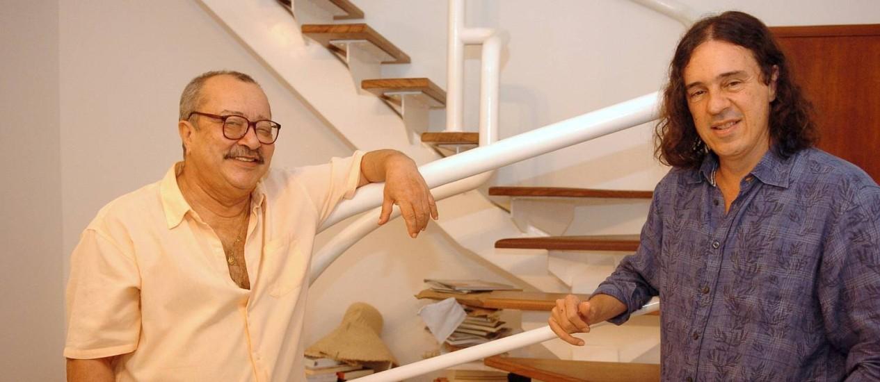 João Ubaldo, clicado em 2007 com o amigo Geraldo Carneiro, com quem mantinha alguns encontros semanais para beber e conversar Foto: Márcio de Souza