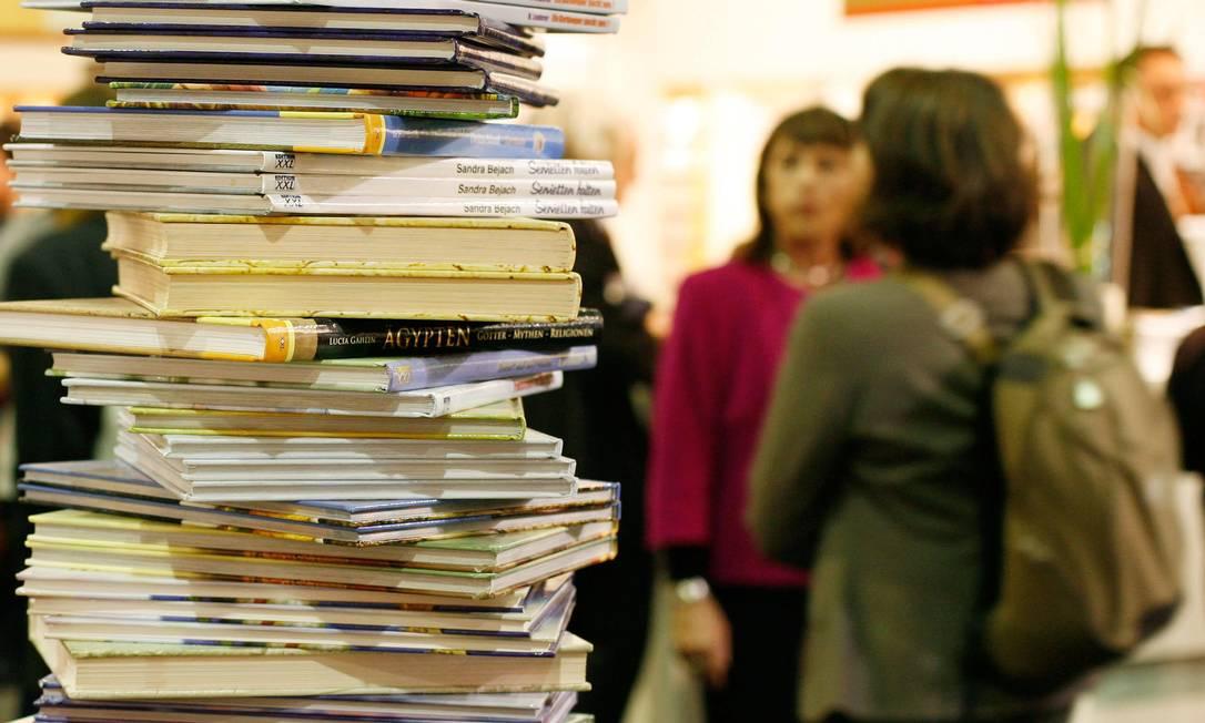 Livros numa pilha na Feira de Frankfurt em 2008. Foto: / AFP