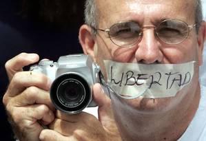 Jornalista venezuelano protesta contra cerco à imprensa no país Foto: NELSON CASTRO / EL NACIONAL/27-06-2007