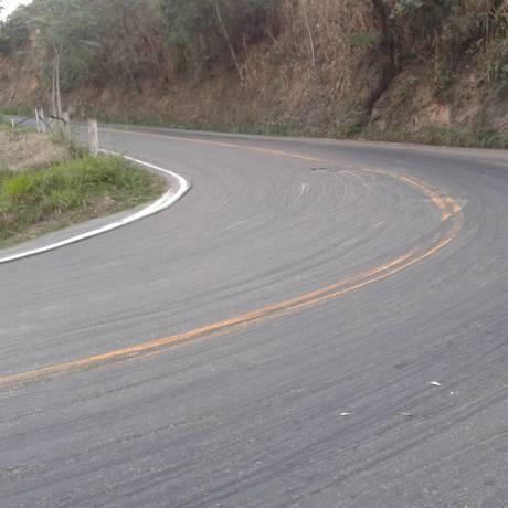 Trecho da Serra de Miguel Pereira está com fresagem no asfalto e oferece risco a motoristas Foto: Leitor Roberto Bloise