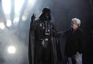 Criatura e criador: Darth Vader e George Lucas em foto de 2011, no Scream Awards Foto: Chris Pizzello / AP