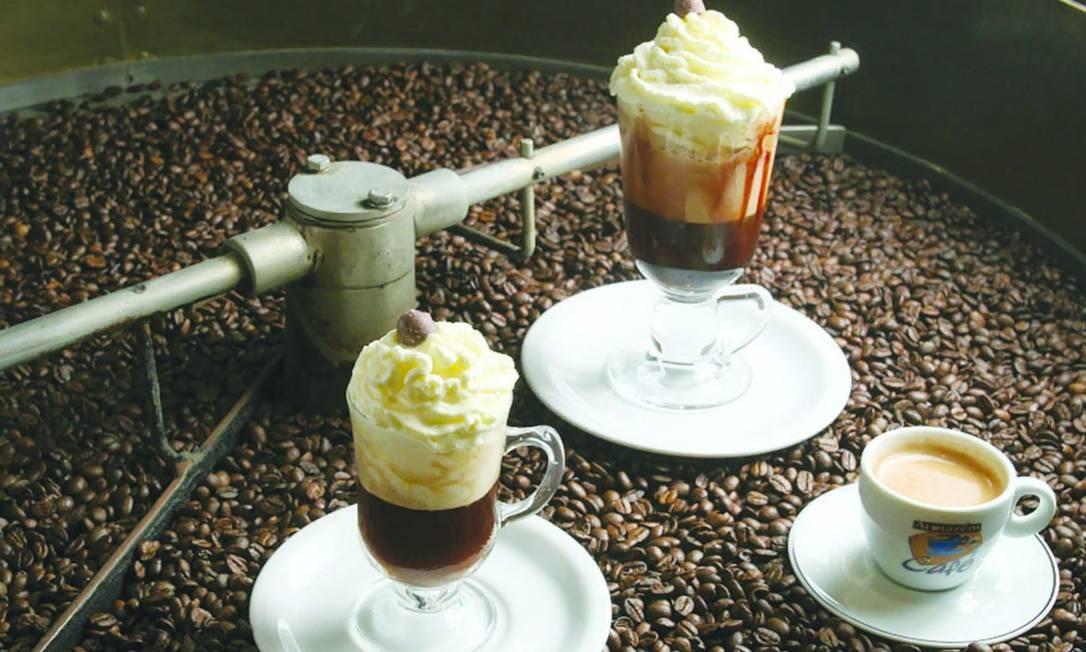 No Armazém do Café, as boas pedidas são o Torpedo, uma mistura de expresso com leite e barra de chocolate (R$ 12,10), e o Chocolatino, preparado com café e chocolate (R$ 7). Foto: Divulgação: Armazém do Café