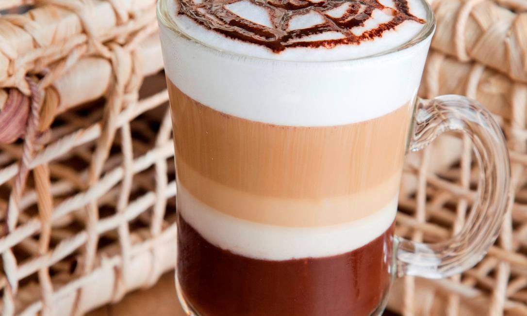 No Cafeína, o chocolate quente vem com calda, expresso e leite vaporizado (R$ 6,80 o pequeno e 9,30 o grande) Foto: Divulgação: Cafeína