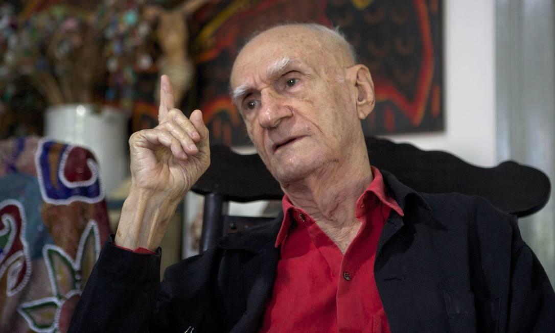 O escritor Ariano Suassuna em sua casa, em Recife Foto: Hans von Manteuffel / Agência O Globo