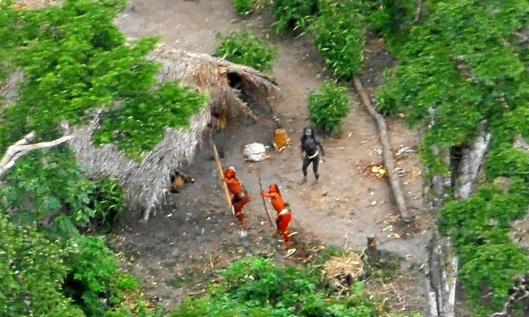 Índios no Rio Envira, entre a fronteira do Peru e do Acre, onde fica a tribo dos Ashaninkas, em foto de 2008 Foto: Gleison Miranda/AP / Funai