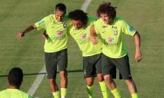 Neymar, Marcelo e David Luiz participam de treino da seleção brasileira, na Granja Comary Foto: Marcelo Theobald/Agência O Globo