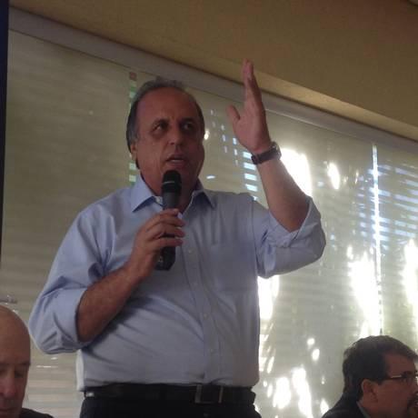 Pezão não esclareceu se irá fazer campanha com o colega peemedebista caso Bethlem mantenha a candidatura Foto: O Globo / Carina Bacelar