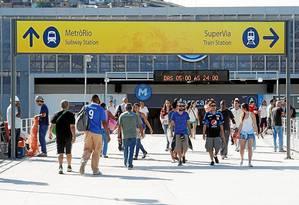 Agora, passageiros do Metrô e da Supervia utilizam acessos diferentes da mesma estação Foto: Agência O Globo / Gustavo Stephan
