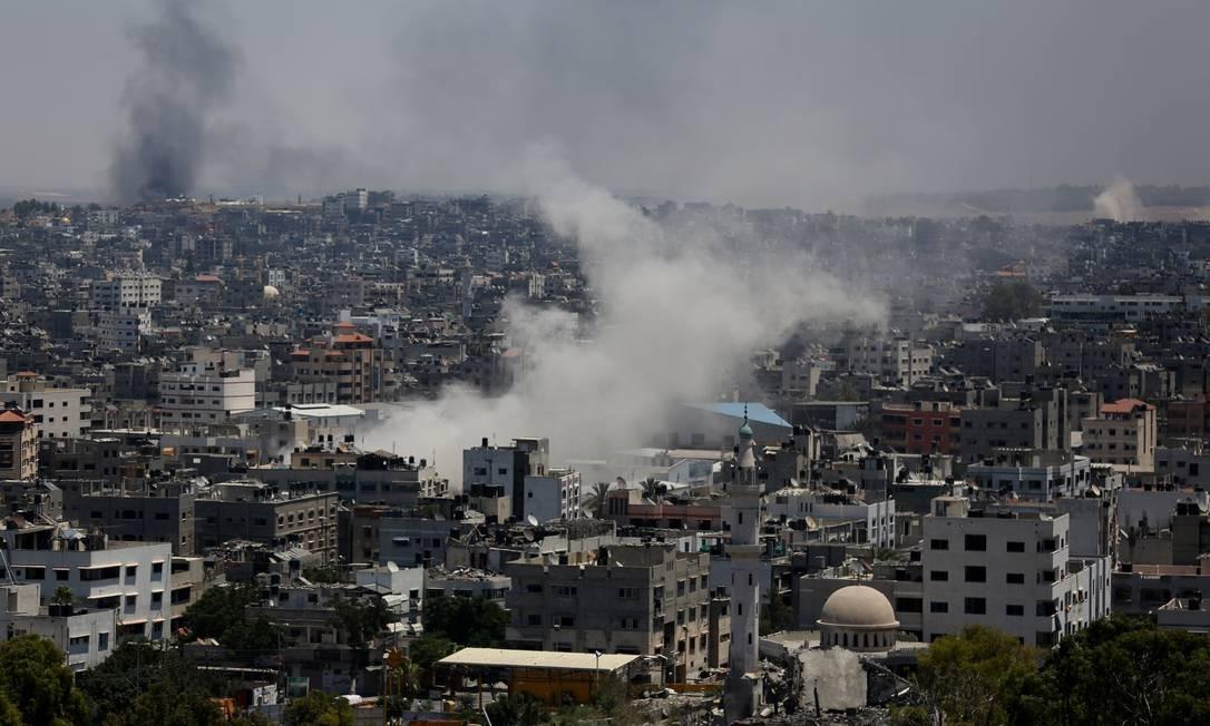 Fumaça de ataque israelense levanta sobre Cidade de Gaza Foto: Hatem Moussa / AP