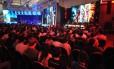 """Campeonato de """"League of Legends"""" durante a Brasil Game Show, organizado pela Riot"""