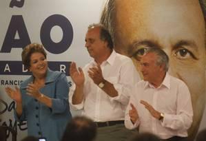 Presidente Dilma e goverdador Pezão em um jantar de campanha com prefeitos do Rio Foto: Marcelo Carnaval / O Globo