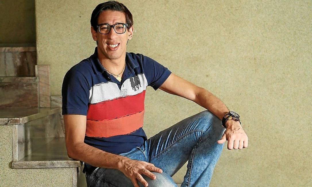 421b997a2e8cc Cantor de Jacarepaguá entra na onda do  Vai ou racha   e faz sucesso na  internet - Jornal O Globo