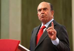 O presidente do Banco Santander, Emilio Botín, anunciou investimento para países latino-americanos e ibéricos Foto: Fábio Motta / Agência O Globo