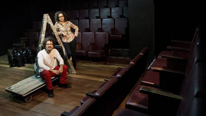 Aposta. Os produtores Adil Tiscatti e Fernanda Oliveira investiram R$ 400 mil para reabrir o teatro em Ipanema Foto: Guito Moreto