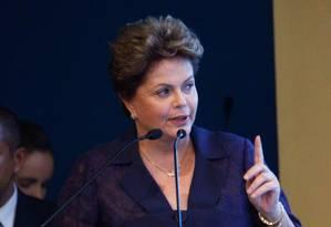 Presidente Dilma Rousseff em sabatina de candidatos à Presidência da República na sede da Confederação Nacional da Indústria (CNI), em Brasília Foto: André Coelho / Agência O Globo