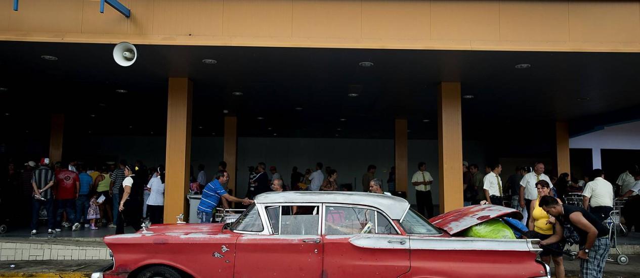 Fachada do defasado Aeroporto de Havana, o que afeta o setor de turismo, fonte de US$ 1,8 bilhão ao país em 2013 Foto: Ty Wright / Bloomberg/31-05-2012
