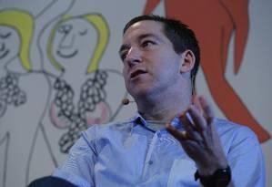 Glenn Greenwald na mesa 'Liberdade, liberdade' Foto: André Teixeira / Agência O Globo