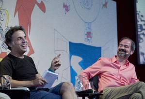 Etgar Keret e Juan Villoro (à direita) participam da mesa 'A verdadeira história do paraíso' Foto: Márcia Foletto / Agência O Globo