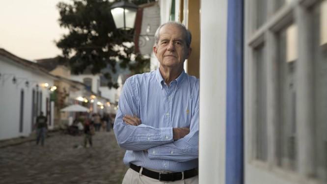 Almeida Faria em Paraty: escritor não esconde a intensidade da relação que tem com o Brasil Foto: Márcia Foletto / Agência O Globo